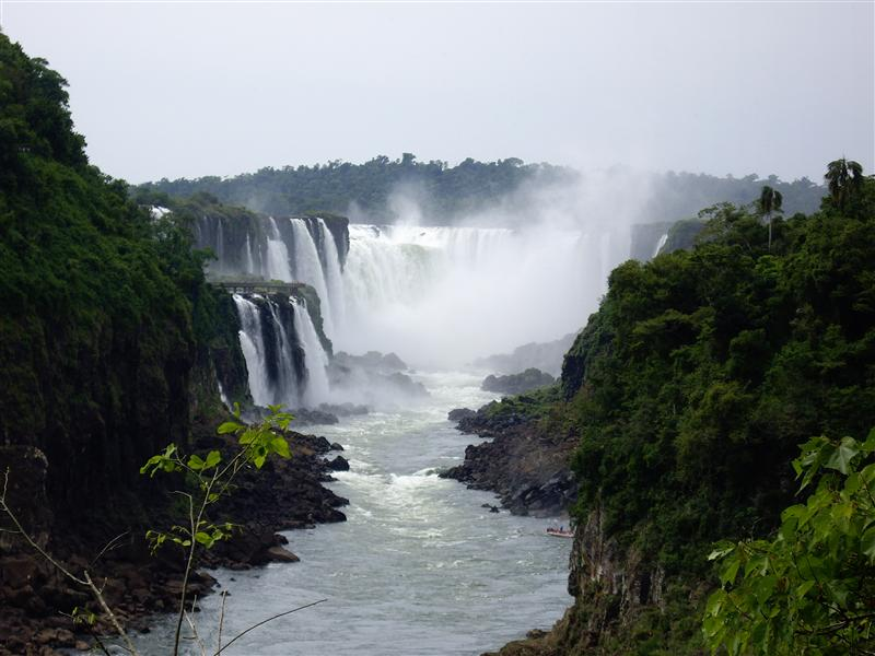 Iguazu falls, inferior trail