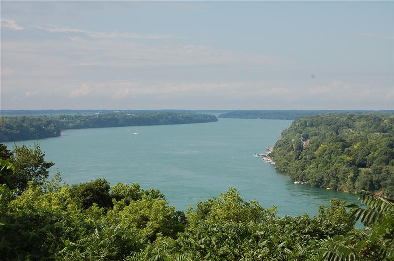 Niagara river from Parkway drive
