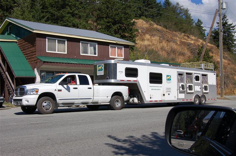 Understated horsebox and caravan unit