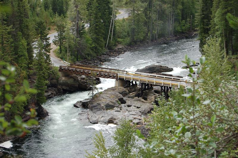 Rather rickety single carriageway bridge over Clearwater, Wells Gray