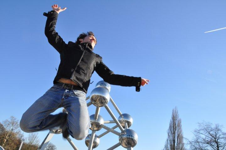 Jumping in front of the atomium