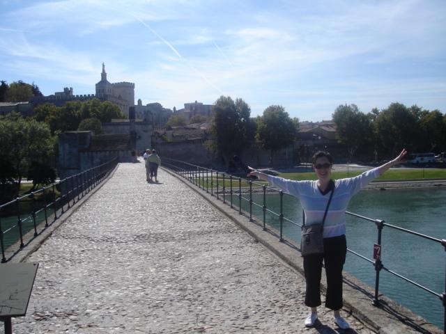Sur le pont d'avignon.....la la la la