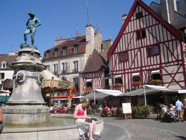 Beautiful Place de Rude