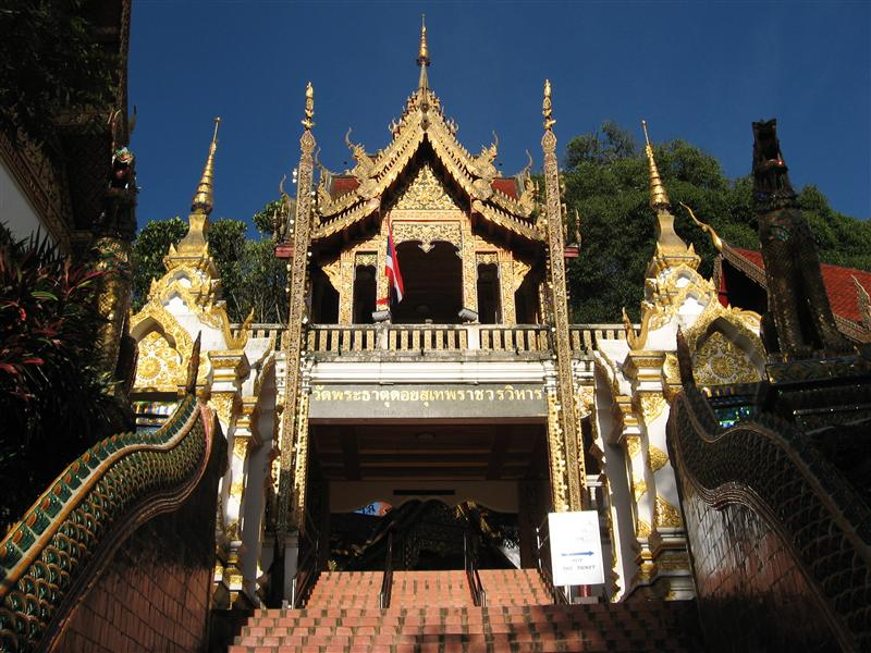 The gate leading up to the temple at Doi Suthep