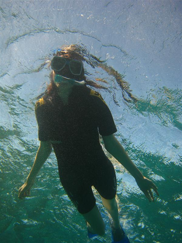 Ang snorkling away