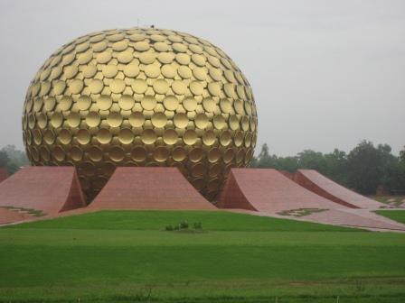 """Matri Mandir das Zentrum von Auroville und einfach nur eine gigantischer """"Konzentrationsraum"""" der Sri Aurobindo Gemeinde"""