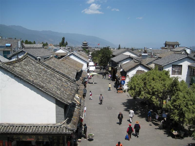 quiet streets usually shoulder to shoulder with chinese tourists