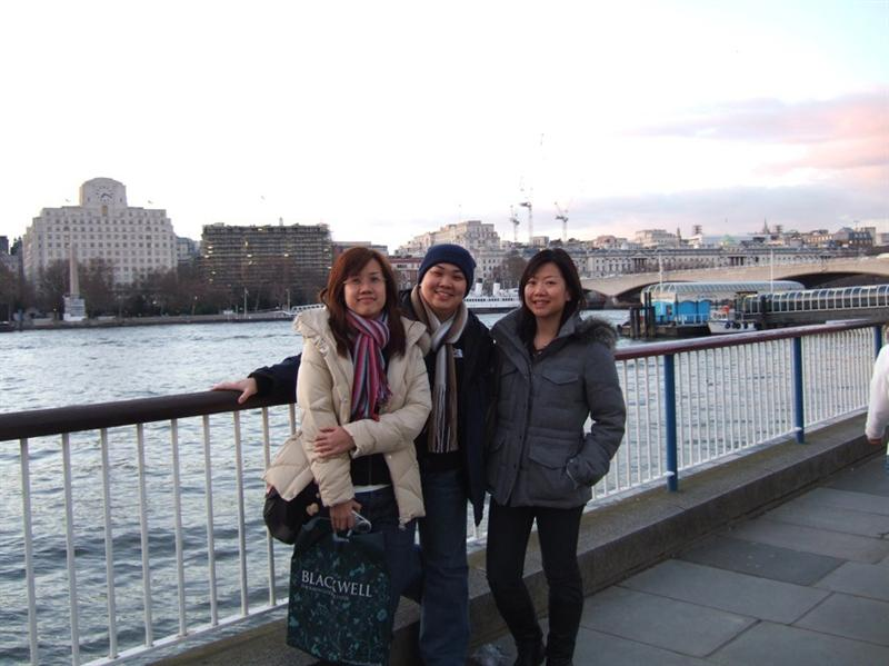 Eve, me & Kat along Thames River