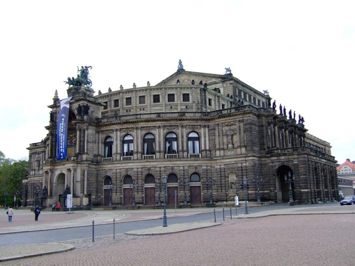 The Sächsische Staatsoper Dresden - it should look even better at night!