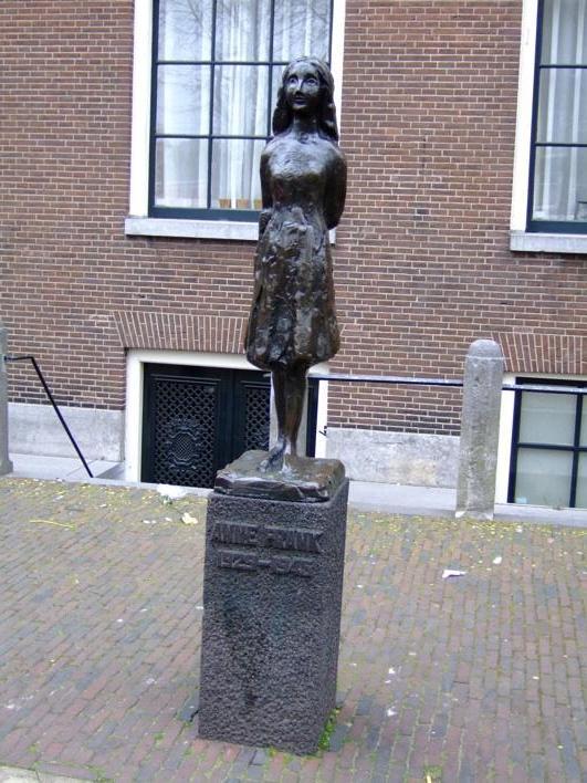 Anne Frank statue near d Anne Frank House