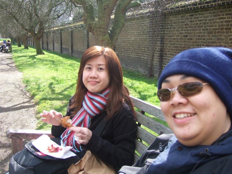 Eve & me having lunch in Kensington Garden, London