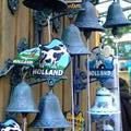 nice cute door bells... maybe i should get 1 for Singapore...