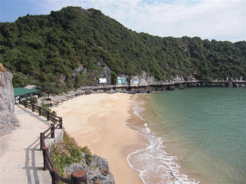 Las calitas de Halong Bay y el relax entrando por los poros