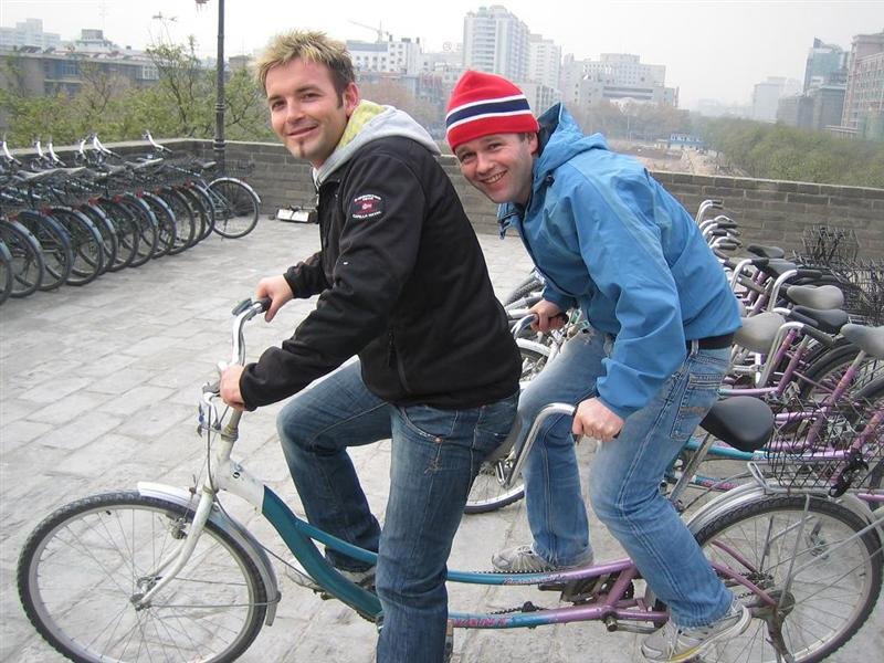 tandem sykkel rundt muren i Xi`an