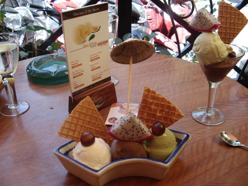 Fanny Ice Cream (L-R: Anise, Chili Chocolate, Green Tea)