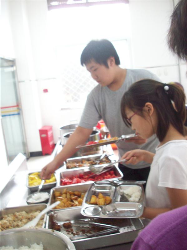 Cleanest school cafeteria in China, cooks train at Korean rest.