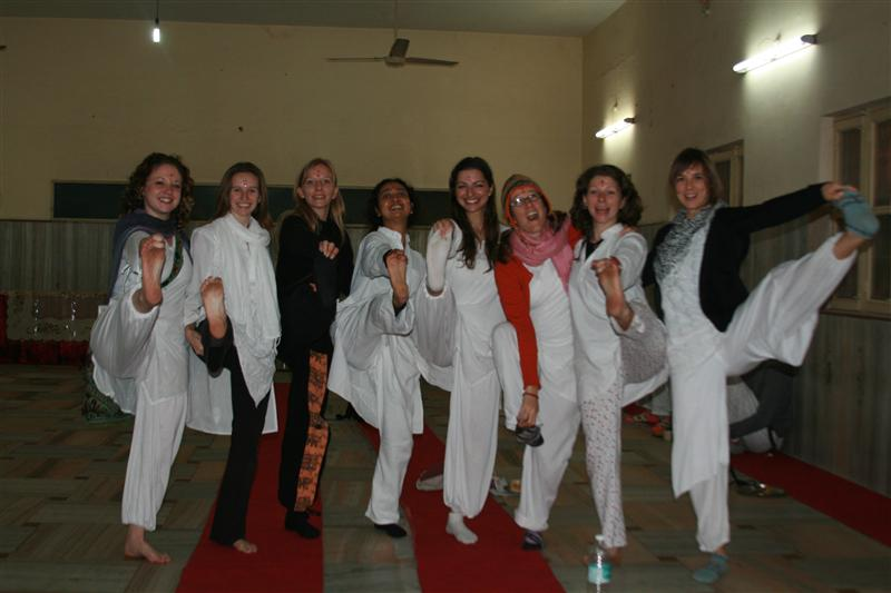 Patricia con amigas de yoga / with yoga friends