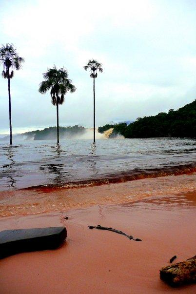 The red sandy beaches of Canaima